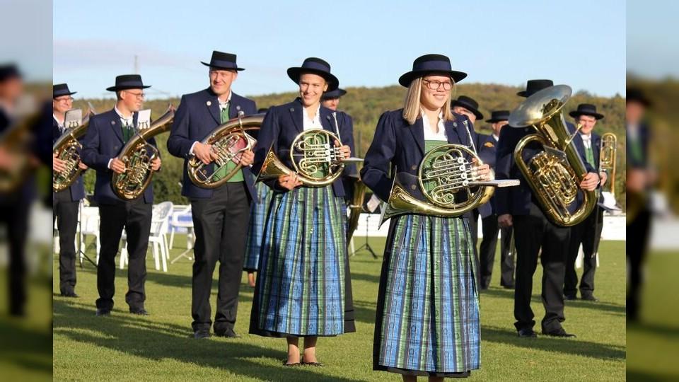 Musikkapelle Bingen-Hitzkofen zeigt ihre neue Uniform
